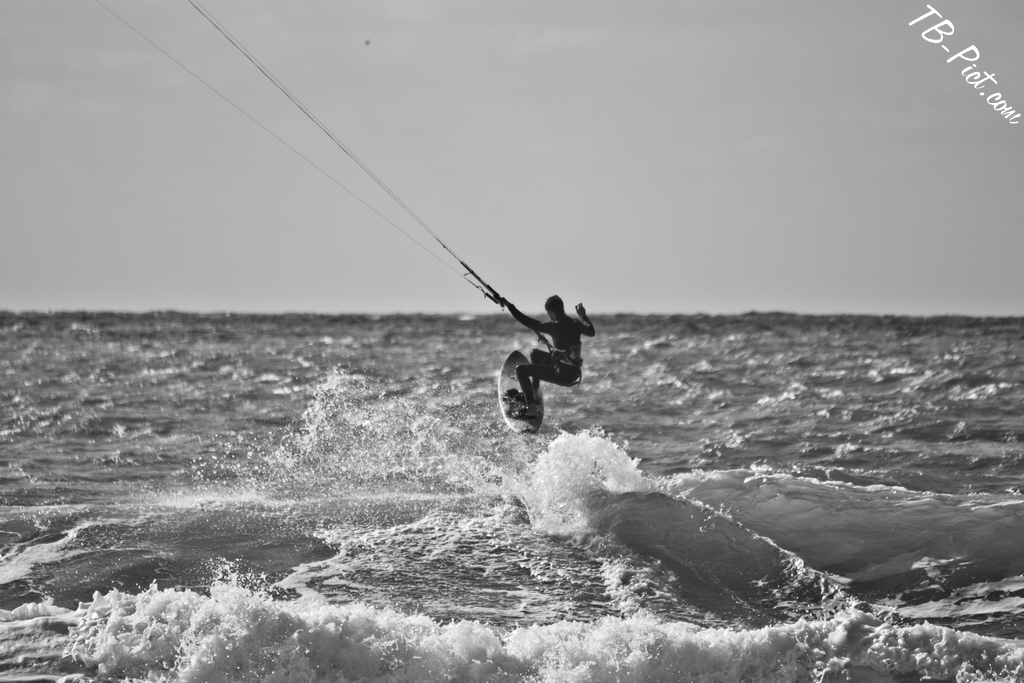 kitesurf noir et blanc